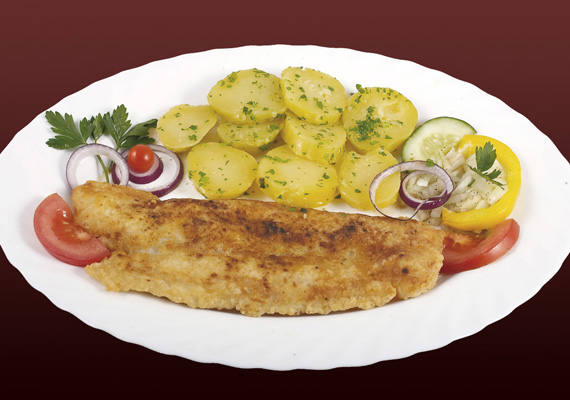 Fischfilet mit Pommes oder Petersilienkartoffel 8,90 / Filleted fi sh with fries or parsley potatoe (A,D,G)